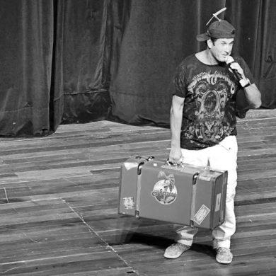 Sérgio Mallandro apresenta show de stand up gratuito no Bosque dos Ipês