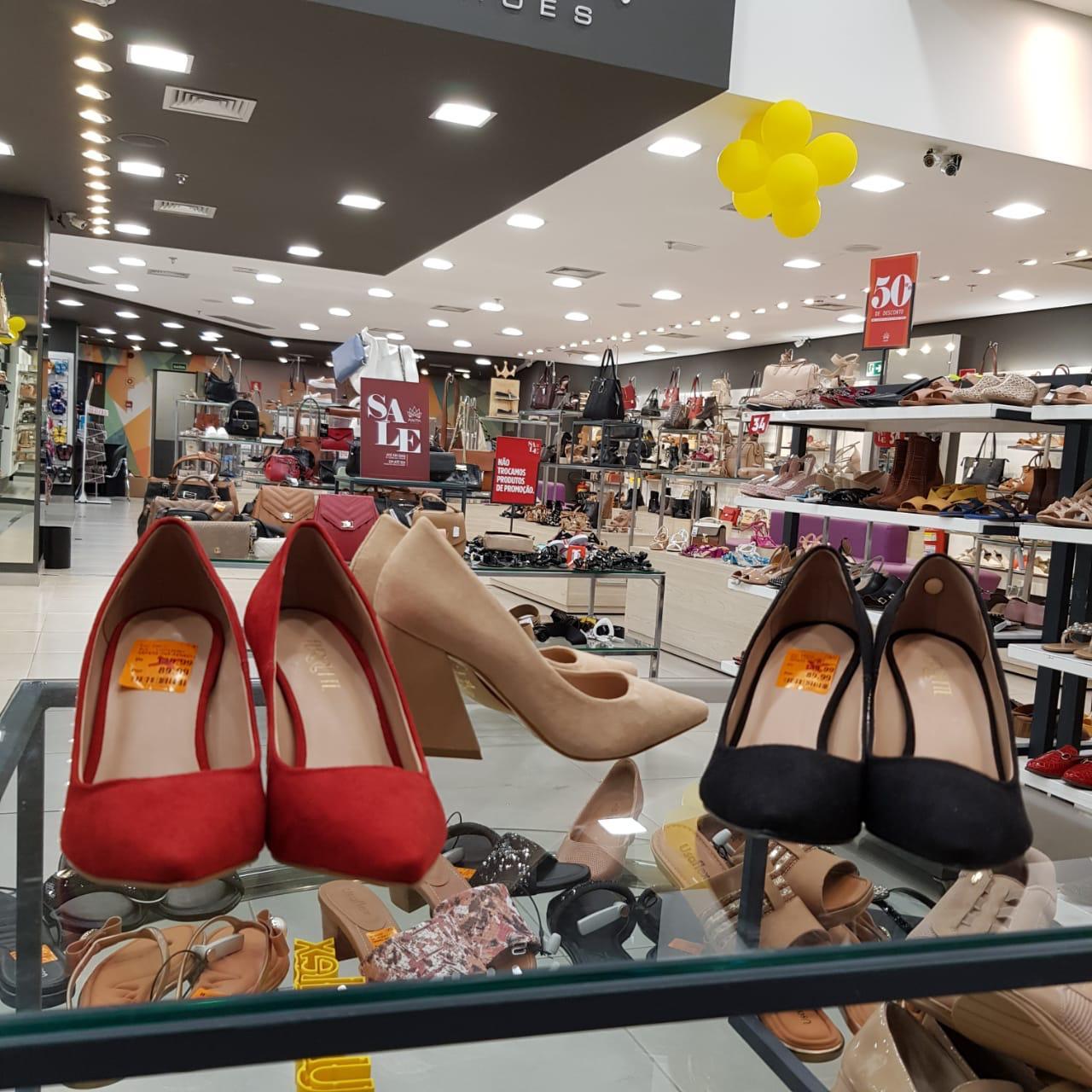 Sapatos são paixão antiga para quem encara a compra como investimento